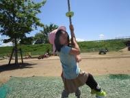 ターザンロープを登ることに挑戦